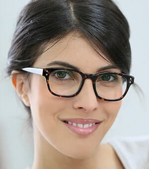 17e0323446 The start of a New Year means one thing when it comes to the fashion-conscious  wearer of glasses or contact lenses— the start of new trends for the coming  ...